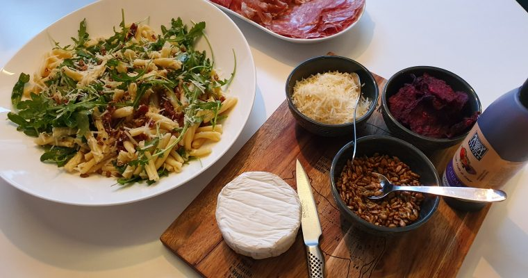 En favorit hos mig – pastasallad med en massa godsaker
