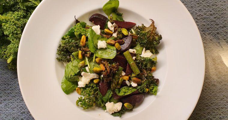 Ljummen sallad med grönkål, rödbetor och chèvre