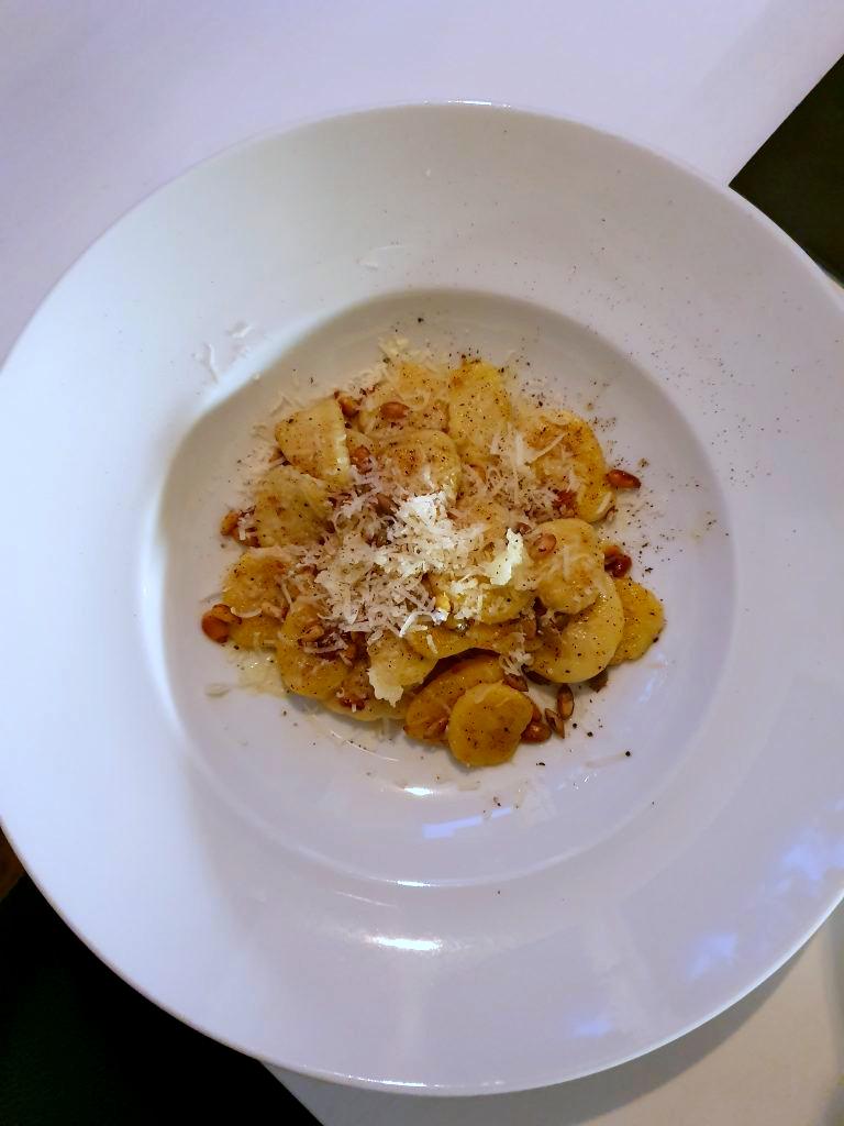 Gnocchi från grunden med vitlök och parmesan